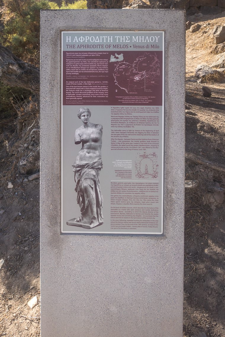 sign post with information on the discovery of Aphrodite of Milos statue